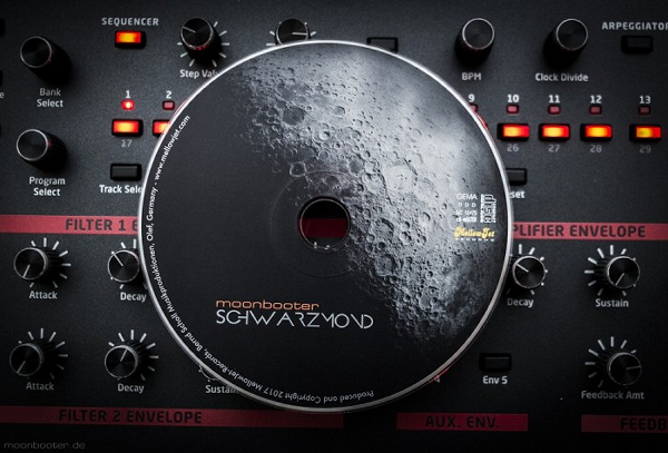 moonbooter - Schwarzmond - Click Image to Close